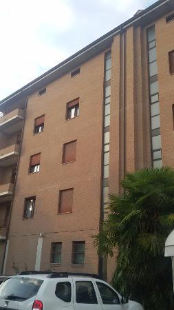 Hotel La Fenice: hotel from side