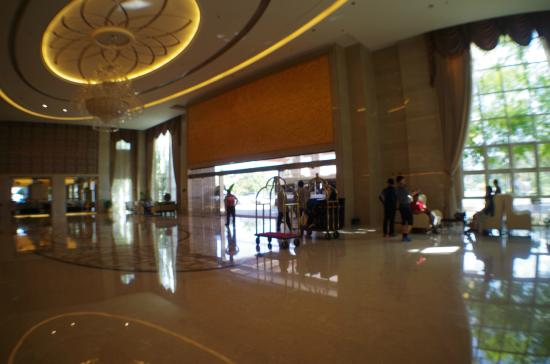 Don Chan Palace: The Hotel Lobby