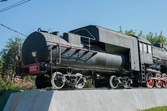 Monument to L-0012 Type Steam Locomotive: паровоз