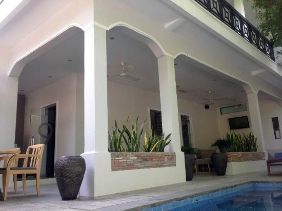 Omana Hotel: Building