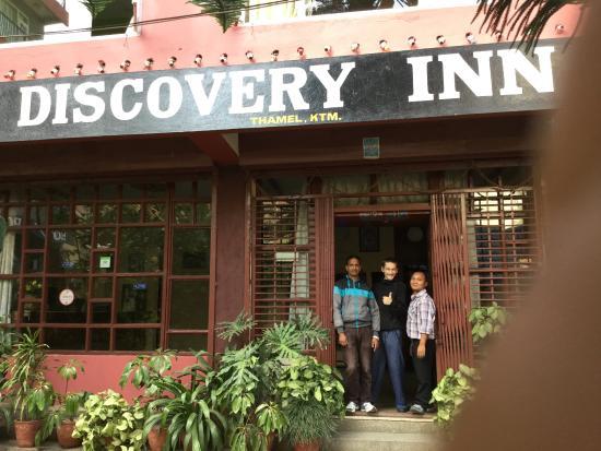 Hotel Discovery Inn: entrance
