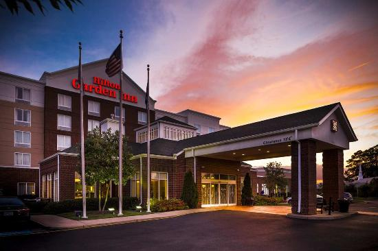 Hilton Garden Inn Hampton Coliseum Central: Exterior Sunset