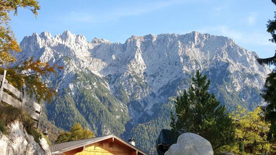Alpengasthof Grobl-Alm: Ausblick vom Parkplatz zum Karwendel