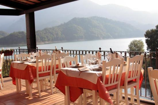 https://media-cdn.tripadvisor.com/media/photo-s/09/37/c4/00/la-terrazza-ristorante.jpg