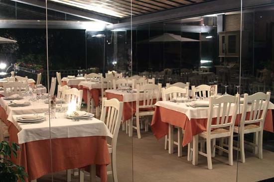 Il ristorante di sera - Foto di La Terrazza Restaurant, Borgo San ...
