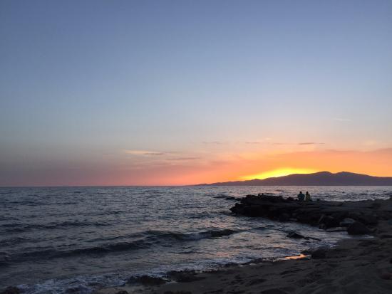 Summerland  Holiday's Resort: Tramonto spiaggia villaggio
