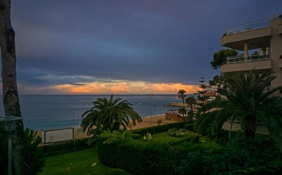 GHT Hotel Xaloc: вечерний вид с балкона