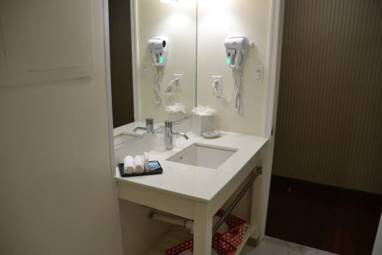New Carrollton, MD: Bath