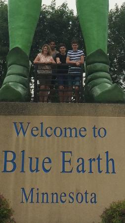 Blue Earth, MN: Under the Giant