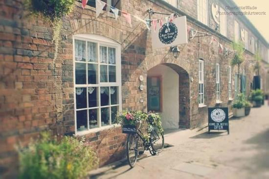 Jackfield, UK: Maws Vintage Tearoom outside
