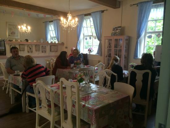 Jackfield, UK: Maws Vintage Tearoom interior