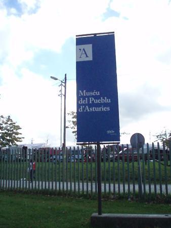 Muséu del Pueblu d'Asturies: Entrada al Museo