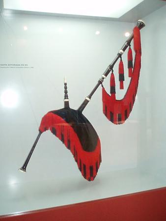 Muséu del Pueblu d'Asturies: Exposicion de Gaitas