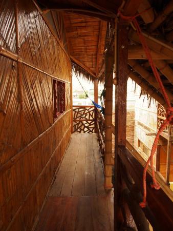 Sol Inn : Le couloir qui mène aux 2 chambres suppérieures