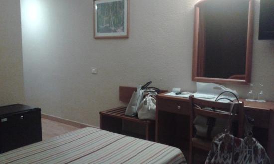 Hotel Adonis Plaza: Habitación camas separadas