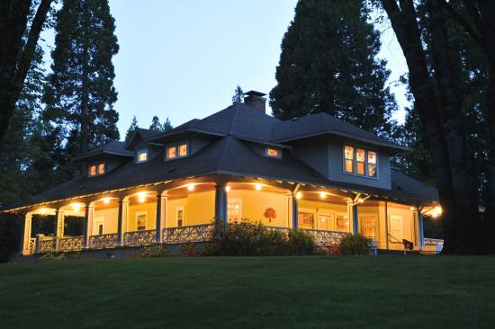 The Guest House: McCloud Guest House