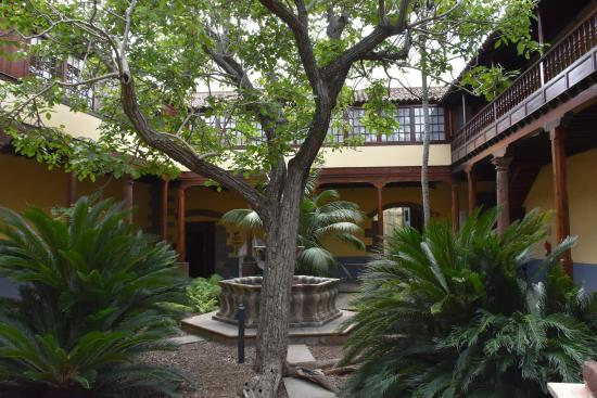 Tourist Information Office La Laguna: Patio del Centro de Información turística
