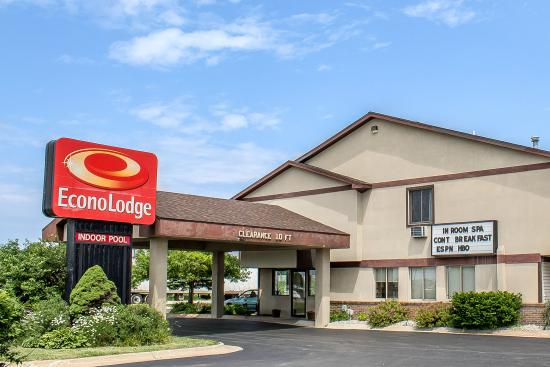 Econo Lodge: MIExterior