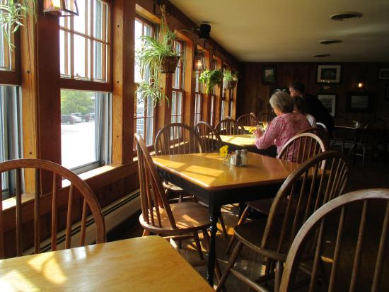 Henniker, NH: Dining Room