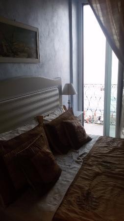 Bed & Breakfast da Giueli: Letto con visuale sul terrazzino