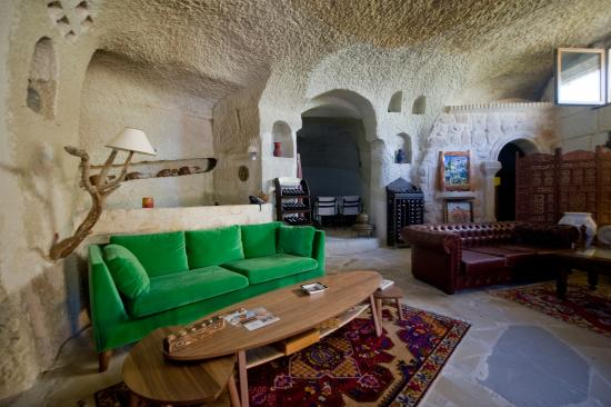 The Village Cave Hotel: Lobby