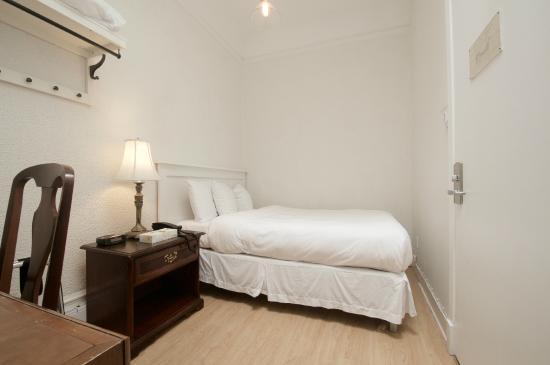Hotel Ambrose: Economy Room