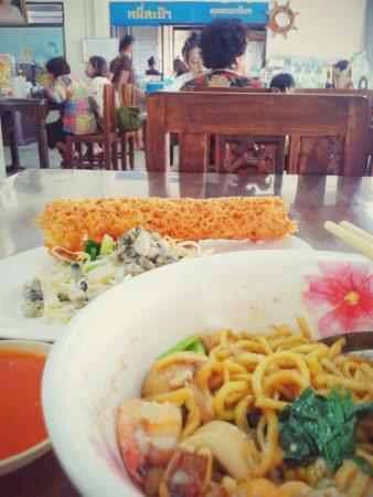 Mee Sa Pam Khunyai Jian