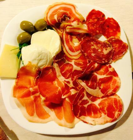 Ristorante Pizzeria Litrico's Specialita' Di Pesce : Litrico's Salami, Procuitto and Cheese Starter