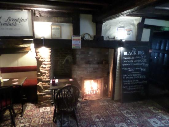 Staple, UK: A real fire at the Black Pig, Barnsole