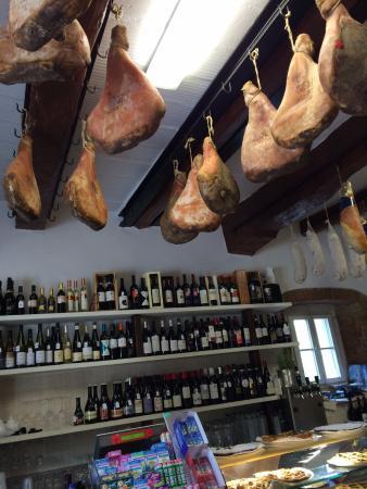 Vicchio, Italia: Hams/wines