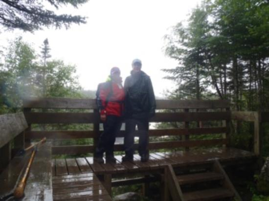 Norris Point, Canada: Hiking in the rain...oh well