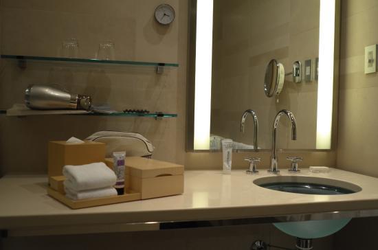Bathroom Amenities Picture Of Four Seasons Hotel Tokyo At Marunouchi Chiyoda Tripadvisor