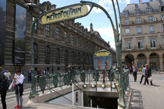 Station de Métro style Art Déco - Picture of Paris Metro, Paris ...