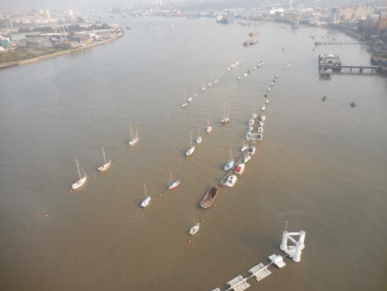 Emirates Air Line Cable Car - Royal Docks : River Thames