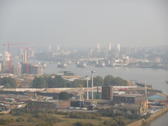 Emirates Air Line Cable Car - Royal Docks : Thames Barrier