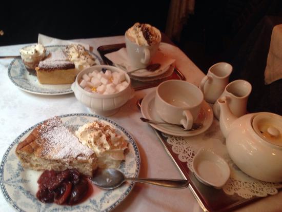 Salon de The Grand Rue: Excellent moment passé ici  L accueil est chaleureux les gâteaux sont extras et les thés savoure