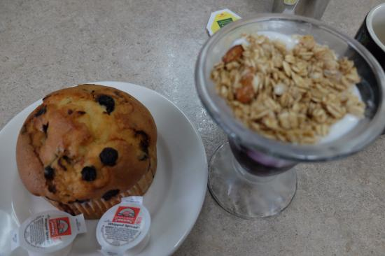 Hardin, MT: Yoghurt with Muffin
