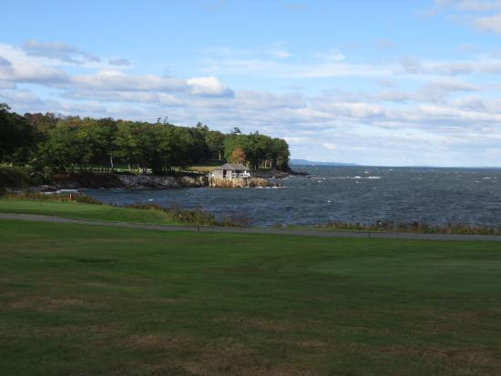 Rockport, ME: Looking at the rough water from the course
