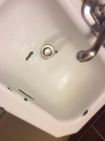 Weatherford Hotel: Chipped sink