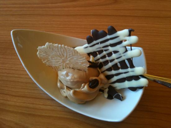 Waldegg: Mocca Eis zum Dessert.