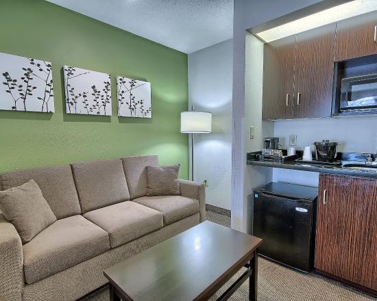 Sleep Inn & Suites: WVSNHQHandicap Ste Queen Bed