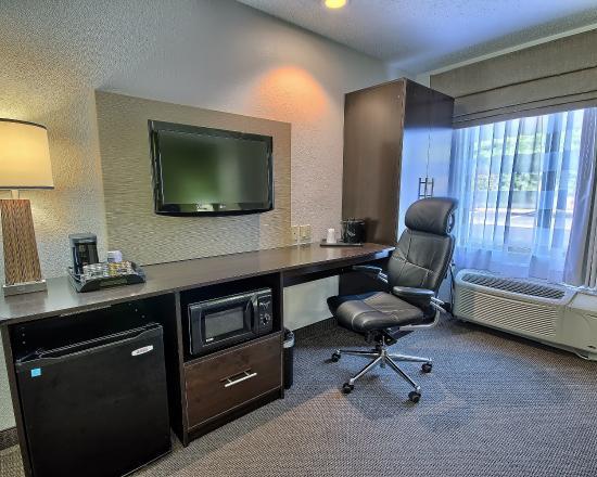 Sleep Inn & Suites: WVNHQHandicap Queen Bed