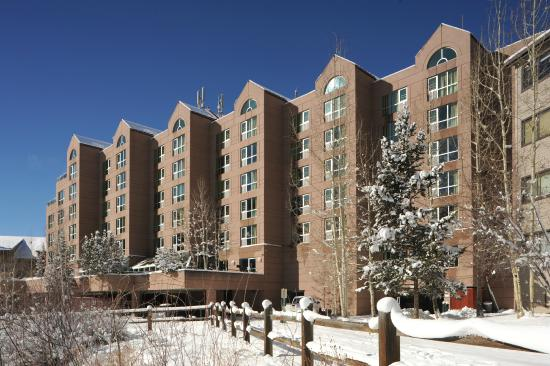 Inn at Keystone: winter exterior