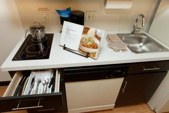 Candlewood Suites At CityCentre-Energy Corridor: Enjoy cooking from your own suite