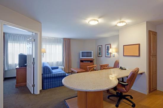 Candlewood Suites : Queen Bed Guest Room