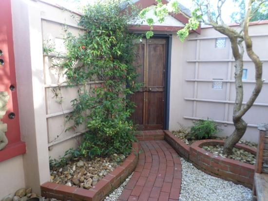 Zenergie: The enclosed private courtyard