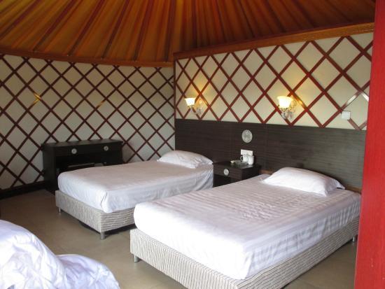 Xilamuren Caoyuan Tian'e Hu Resort: 中は普通に快適