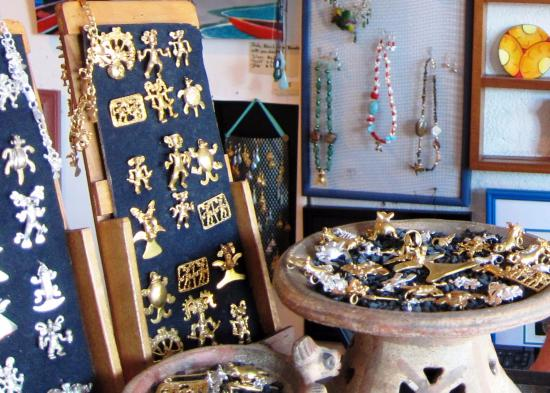 Galeria Namu: Artwork of top quality and skills from real indigenous roots