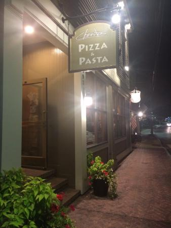 Christos' Pizza & Pasta : Christos outside