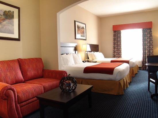 Holiday Inn Express Hotel & Suites Hinton: 2 Queen Suite